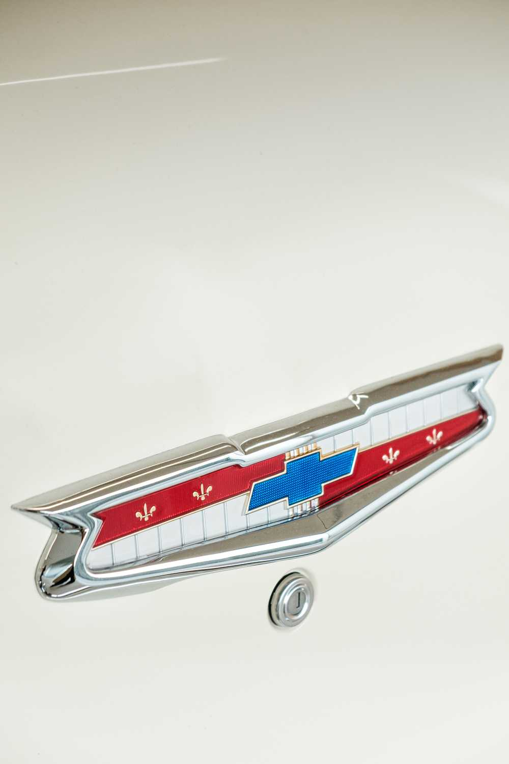 silver and red car door handle